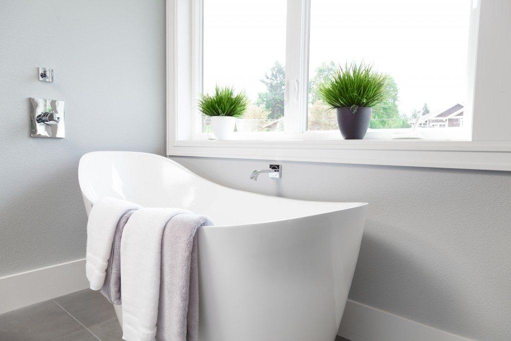 Classy bathroom with tub