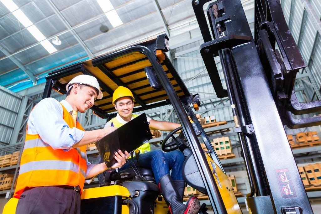 truck driver discussing checklist with foreman