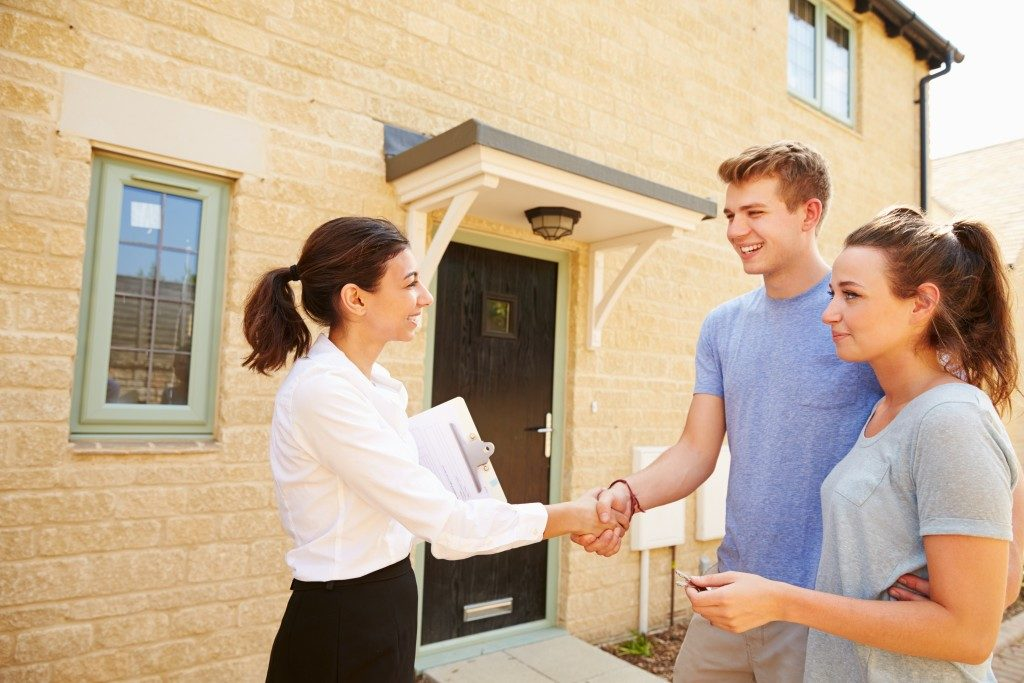 real estate agent selling house to couple